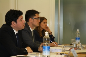 Fernando Piérola left was a panelist at the MILE moot court on 23 and 24 June.